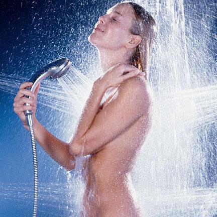 Фото девушки принимают душ