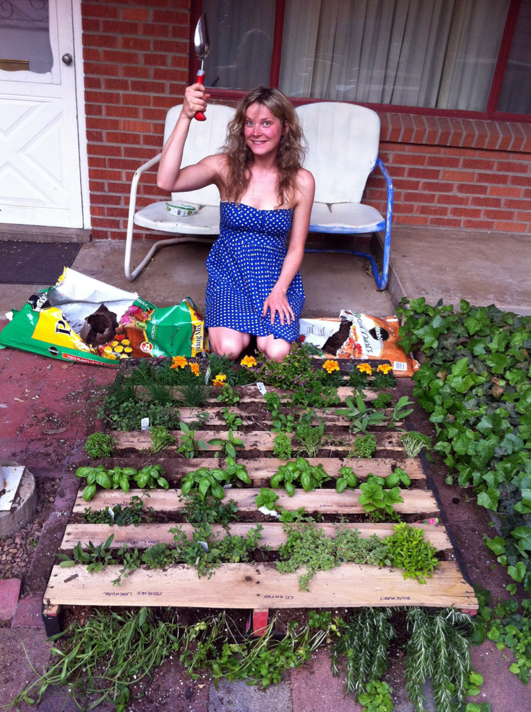 DIY Summer Project: Vertical Shipping Pallet Garden.