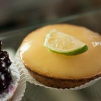 Raw, Vegan Key Lime Tartlets. {Recipe}