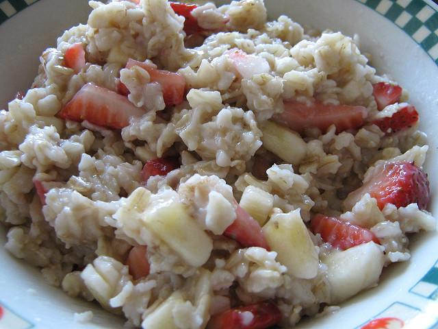 Creamy 8-Minute Strawberry-Banana Oatmeal. {Recipe}