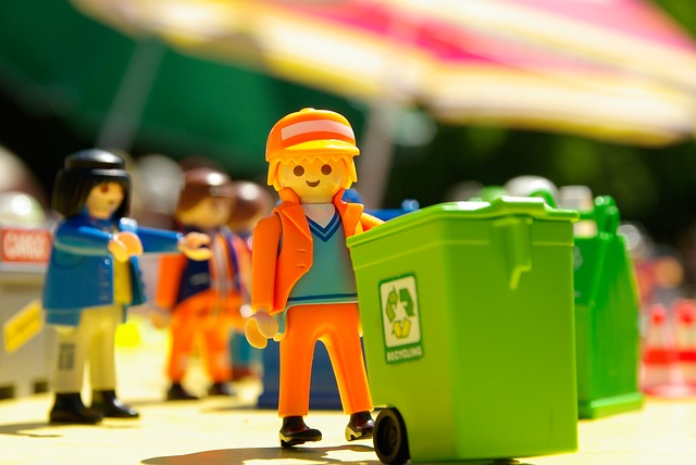 Play mobile toy garbage collector, recycle