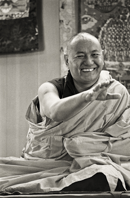 (06928_ng-2.jpg) Lama Yeshe teaching at Yucca Valley, 1977. In early spring of 1977 the lamas began a series of courses at the Institute for Mental Physics in Yucca Valley, a residential retreat center in the California desert east of Los Angeles.