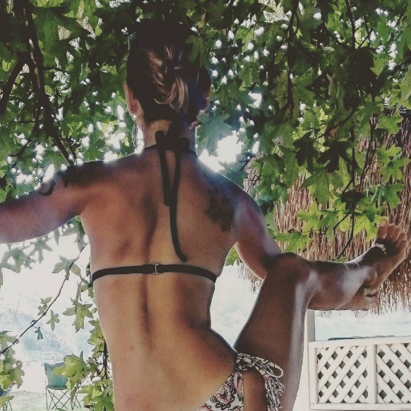 Instagram / https://www.instagram.com/p/BKX31jGAhpf/?tagged=yogaphotography