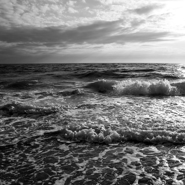 rough sea-842457_640