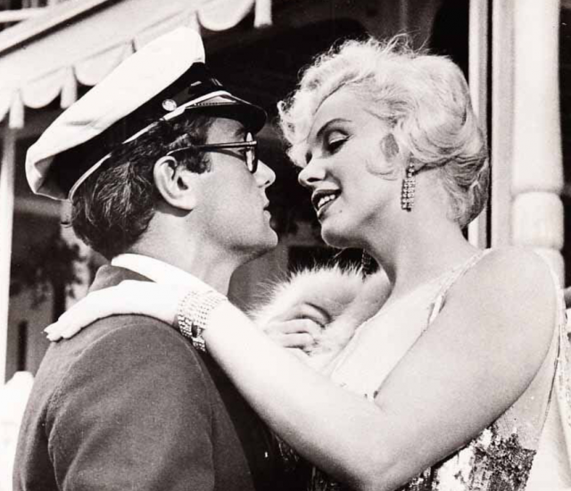 https://commons.wikimedia.org/wiki/File:Monroe_and_Curtis_in_Some_Like_it_Hot.JPG