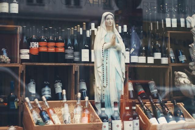 https://unsplash.com/search/alcohol?photo=DI_QApfe2Zs