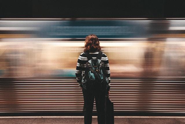 https://unsplash.com/search/backpacking?photo=FvfK16cHRrE