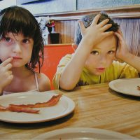 Mindful Eating for Families: 5 Tips to cut Mealtime Chaos.