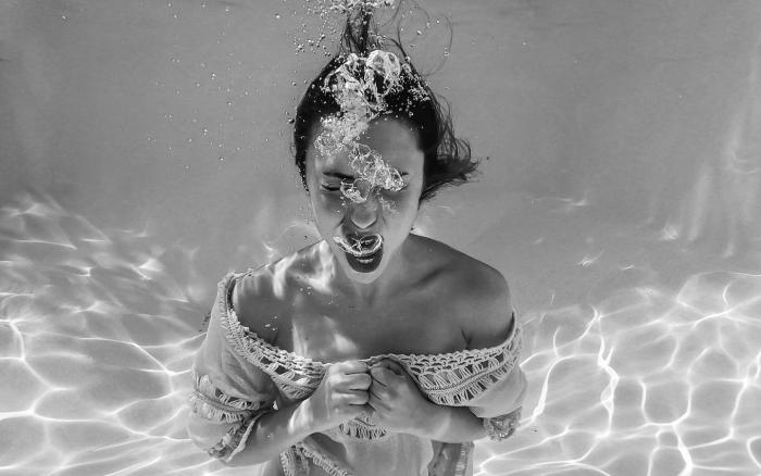 https://www.pexels.com/photo/anonymous-woman-screaming-underwater-5292641/